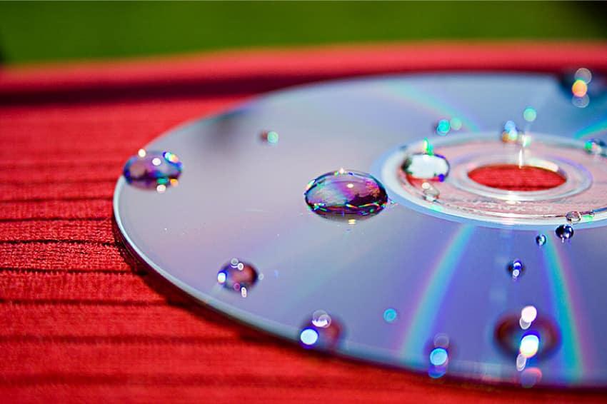OBJETOS QUE NO DEBES TIRAR NUNCA (IV): CDs