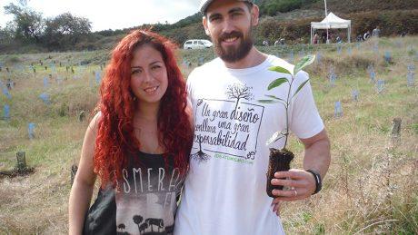 Plantar-arbol-en-pareja